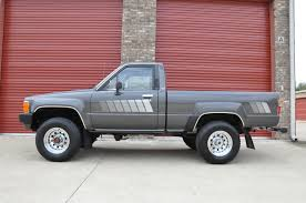 1984 Toyota Pickup - impossibly clean 41k original miles 4x4 sr5 pickup truck