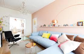Feminine Living Room Pastel Interieur Vt Wonen Op De Muur Achter De Bank Kleur Vla