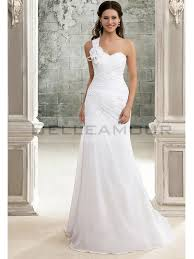 robe de mariage simple de mariée simple une epaule fleur longue perles mousseline