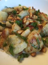 cuisiner les fonds d artichauts poêlée de fonds d artichauts à l ail au basilic et aux pignons de