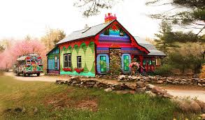 The Barn Woodstock Ny Artist Transforms Decrepit Woodstock Property Into A Psychedelic