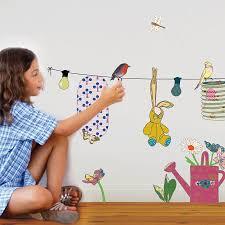 stickers chambre d enfant 5 accessoires déco indispensables dans une chambre d enfant