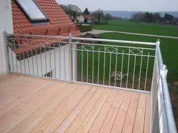 holzdielen balkon wohnzimmerz holzdielen für balkon with balkon obacht also balkon