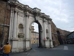 porta portese roma auto file trastevere porta portese 1050836 jpg wikimedia commons