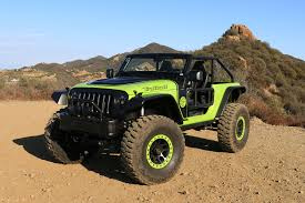 jeep hellcat custom behind the wheel of the 707 hp jeep trailcat concept