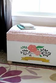 fabriquer chambre fabriquer un coffre à jouet pour chambre d enfant