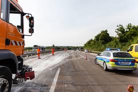Polizei Bad Camberg Ausgelaufene Farbe Sorgt Nach Unfall Auf Der A3 Für Behinderungen