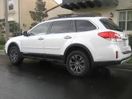 2013 outback 3 6r with wheel arch molding and roof cargo carrier
