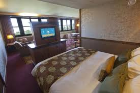 chambre golden forest sequoia lodge disney s sequoia lodge marne la vallee compare deals