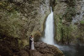 portland wedding photographers wahclella falls bridal session portland wedding photographer