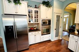 Sky Kitchen Cabinets 32 Spectacular White Kitchens With Honey And Light Wood Floors