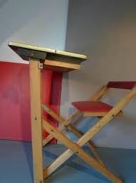 bureau enfant pliant un petit bureau enfant ou pupitre sixties et pliable loulou