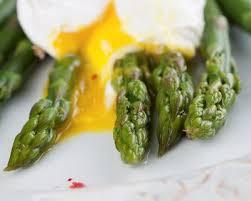 cuisiner asperges vertes fraiches oeufs pochés aux asperges vertes cuisine az