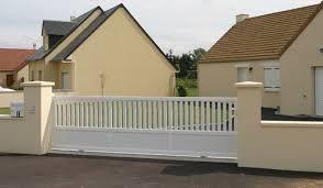 portail pour maison pas cher prix portail coulissant pvc cloture bois avec portillon