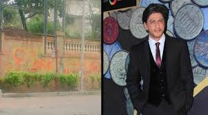 fans paint graffitti on the wall of shah rukh khan u0027s bungalow