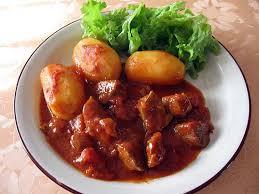 cuisiner sauté de porc recette de sauté de porc sauce tomate et pommes de terre