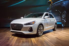 hyundai elantra 2018 hyundai elantra gt offers tech style for 19 350 roadshow