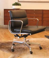 weekend finds eames soft pad executive chair