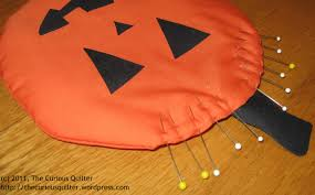 make two fun halloween mug rugs a tutorial the curious quilter