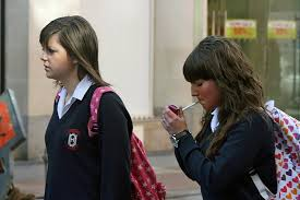 candid schoolgirls the hollywood smoker some more candid smoking pictures for you