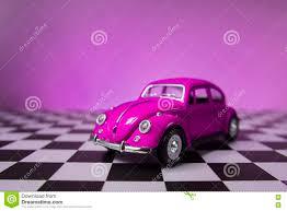 van volkswagen pink de roze kever van volkswagen redactionele stock foto afbeelding