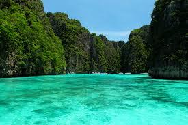 maya bay krabi ko phi phi leh thailand landmarks pinterest