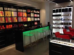 deco salon esthetique le bar des coloristes bouleverse la consommation de coloration en