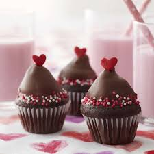 Valentine S Day Cupcake Decorating Ideas by Made With Love Mini Valentine Cupcakes Wilton