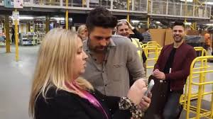 amazon black friday deals week 2016 ben haenow visits and performs at an amazon fulfilment centre