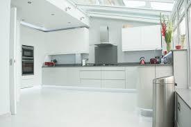 pineto white gloss handleless kitchen circular jpg 500a 500