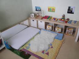 chambre bébé montessori aménagement chambre bébé montessori plateforme lit vasp