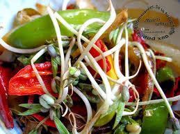 cuisiner les germes de soja poêlée exotique de poivrons et germes de soja de la fourchette aux