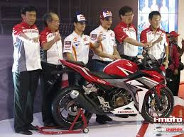 honda cbr150r i moto honda cbr150r launches in indonesia by mm 93 u0026 dp26
