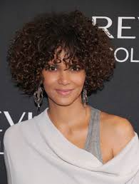 15 best hairstyles for medium length curly beautyeditor