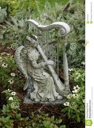 statues de jardin en pierre statue de jardin d u0027un ange jouant une harpe images stock image