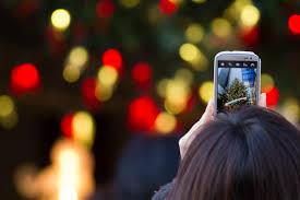 file taking a photo of christmas tree 8302267342 jpg wikimedia