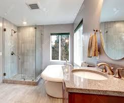 Badezimmer Badewanne Dusche Schöne Graue Neuen Modernen Badezimmer Interieur Mit Glas Dusche