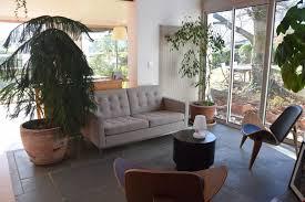 petit canape design petit salon luxueux avec plante d intérieur canapé design