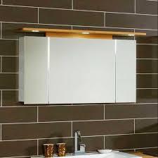 spiegelschränke fürs badezimmer badezimmer spiegelschrank mit beleuchtung in hochglanz weiß
