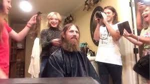 duck dynasty hair cut jase robertson shaves off beard cuts hair in timelapse video
