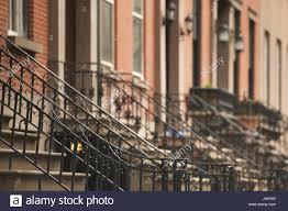 treppen und gel nder usa new york city häuserzeile eingänge detail