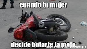 Moto Memes - cuando tu mujer decide botarte la moto meme de la moto al piso