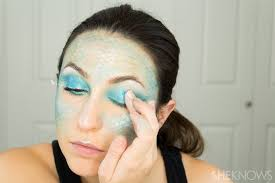 Simple Makeup Ideas For Halloween How To Totally Master Instagram U0027s Halloween Mermaid Makeup Page 2