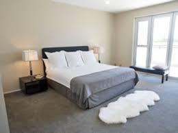 schlafzimmer teppich braun grauer teppichboden schlafzimmer harzite