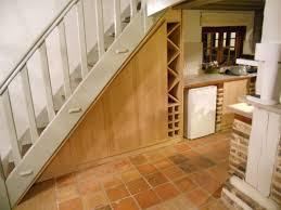 cuisine sous escalier meuble sous escalier en chêne massif brodie agencement