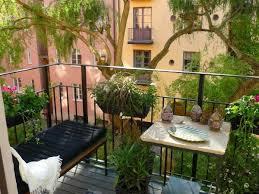topfpflanzen balkon coole ideen für balkon pflanzen behagliche ecke balcony ideas