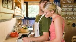 femme qui cuisine un homme qui sait cuisiner le bonheur 7sur7 be