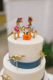 dinosaur wedding cake topper dinosaurs are a comeback in weddings
