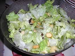 cuisiner la salade verte recette de salade verte croutons allumettes de jambon emmental et