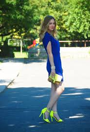 cobalt blue dress from ann taylor with neon yellow shoes from